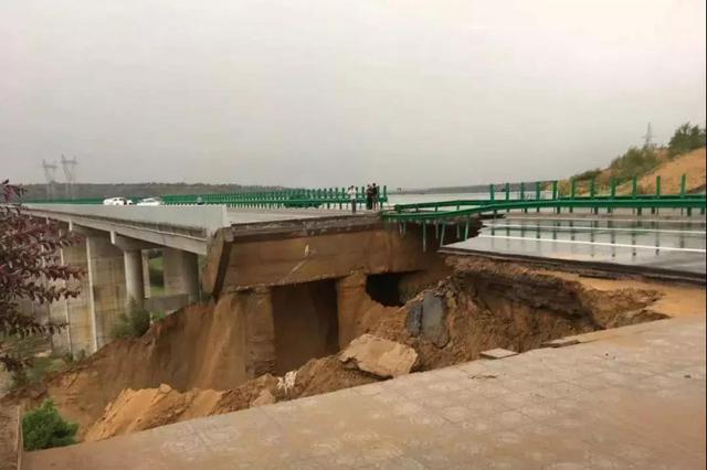 突发!榆林无定河大桥今早塌方 一辆轿车被埋