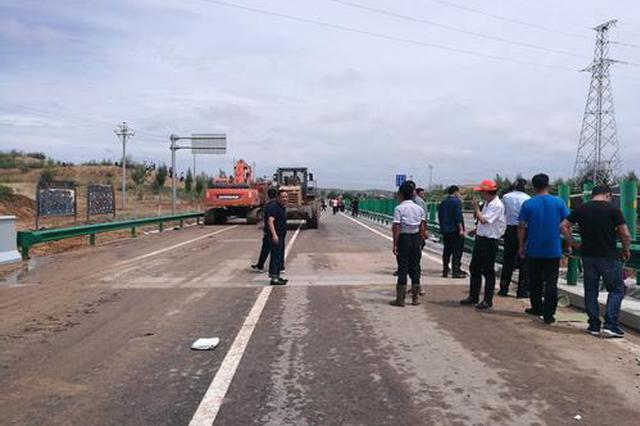 榆靖公路无定河大桥恢复单幅通车 另幅路面还在抢修