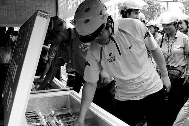 """安康市区有了""""爱心冰柜"""" 为城市增添一抹清凉"""