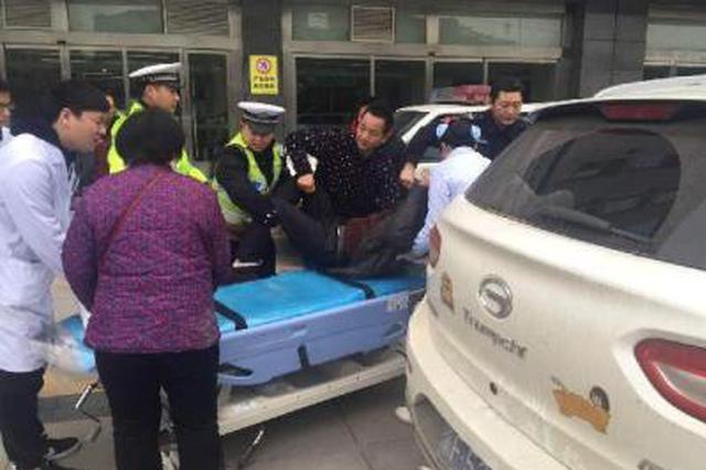 榆林女孩玩耍时不慎割断手指 法官警车开道送医