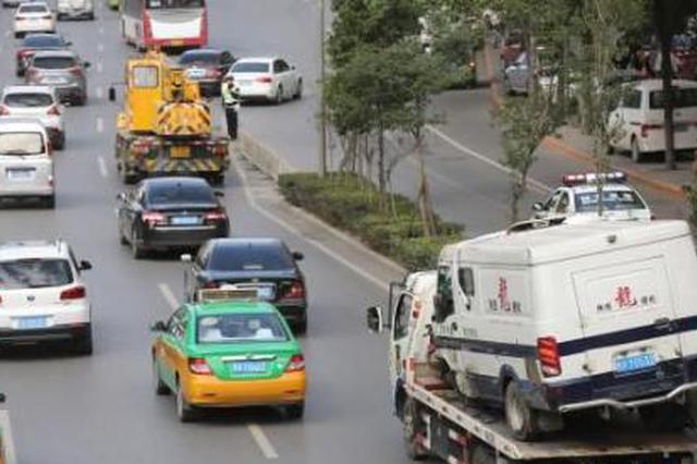 西安两车相撞一人重伤 疑似女司机犯困冲入对向车道