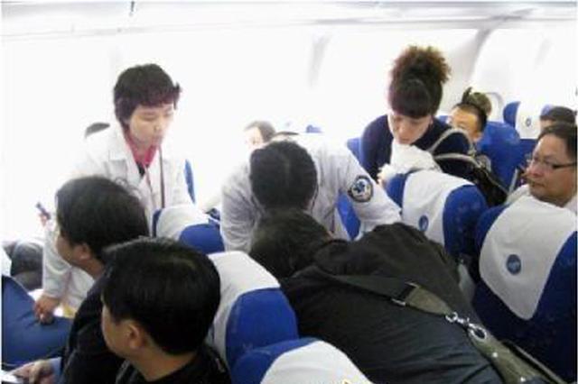 飞往西安航班上旅客高空突发疾病 众人联合救助