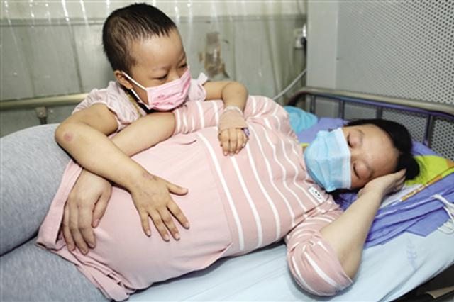 安康女子为救女儿怀二胎 女儿患白血病需手术