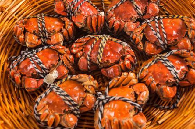 中秋期间大闸蟹受热捧 西安商家一天卖出上万只