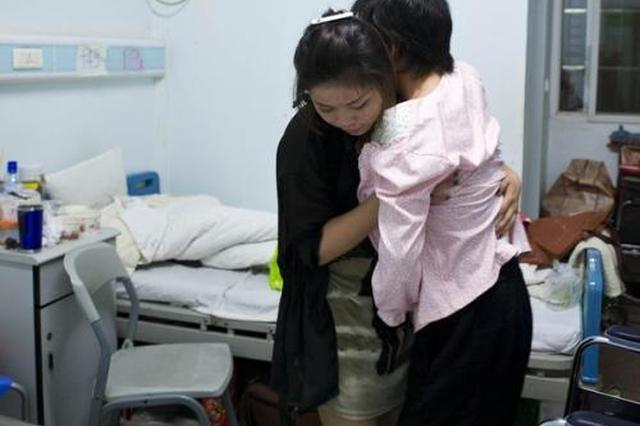 商洛大学生带着偏瘫妈妈上大学 荣登中国好人榜