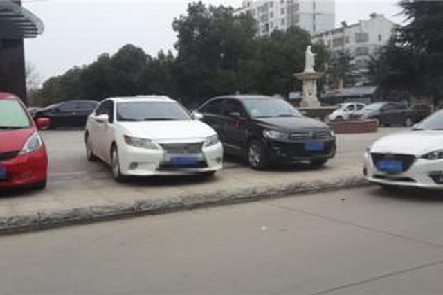 西安一小区业主车子停放难 租车位还要摇号