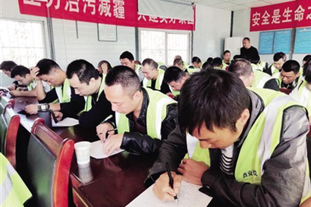 灞桥区604名渣土车司机上考场 考试合格才能上岗