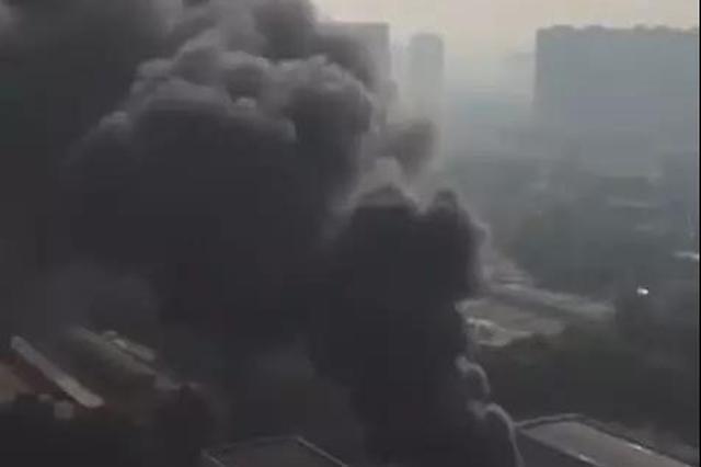 突發!西安一工廠發生火情 火勢已得到控制