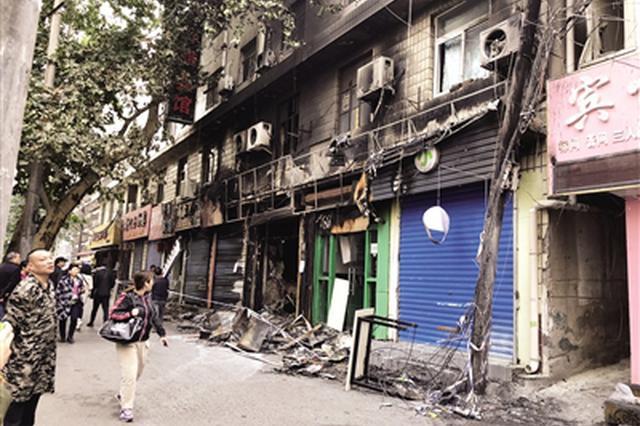 灶上燒著油鍋面館起火 火災致相鄰4家店鋪受損