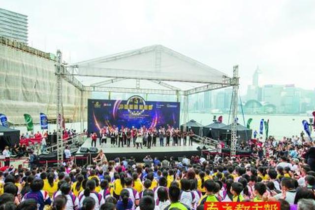 """香港街头刮起""""陕西旅游风"""" 网红现场做直播"""