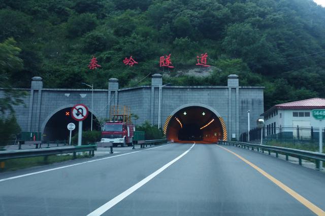 """陕西14条高速公路筑起""""一日交通圈"""""""