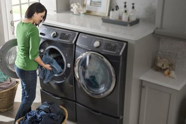 洗衣机甩干羽绒服会爆炸?应先拧掉多余水分再甩干