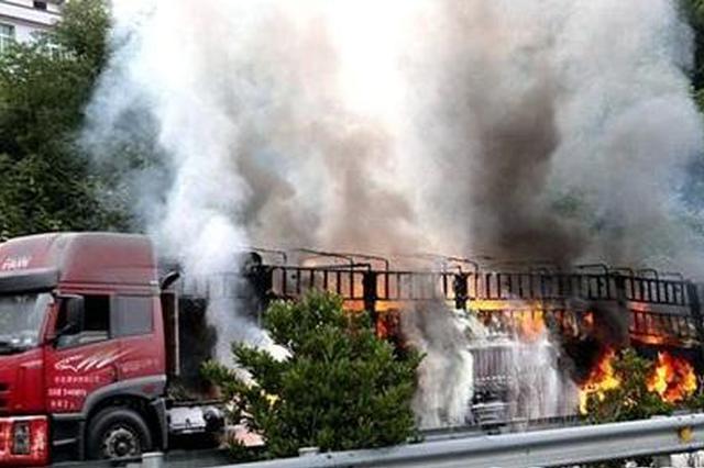 未对刹车片降温致货车自燃 十几吨白糖被烧焦