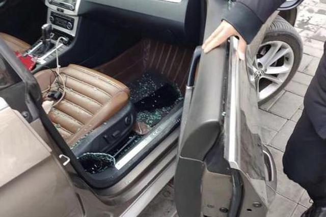 车窗被砸丢了两瓶水半包烟 修车却要花500多元