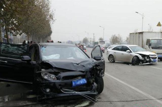 陕西定边发生一起交通事故 两车相撞造成3死2伤