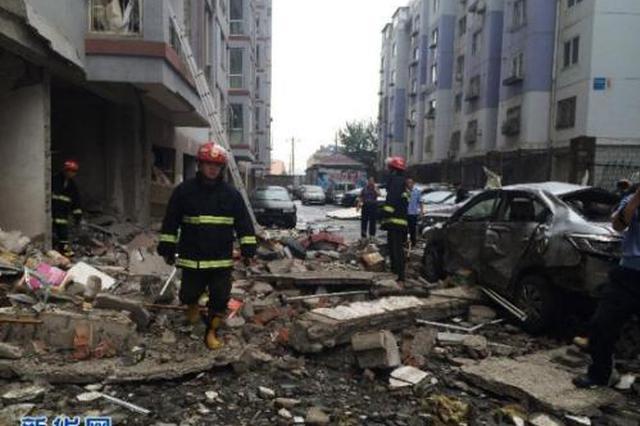 西安北郊一小区发生闪爆 玻璃窗被冲出数十米