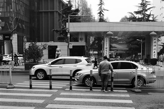 """市民建议推行""""车让人""""手势 方便司机行人沟通"""
