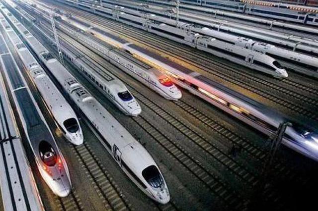 到达西安17趟高铁意外晚点 公交深夜运送乘客1100余人