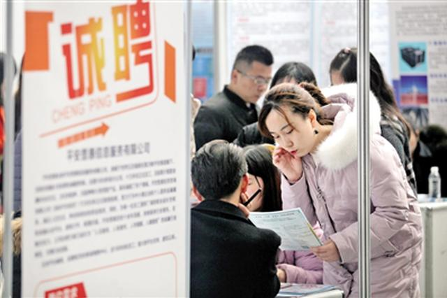 陕西春季大型人才招聘双选会举行 3万多人进场找工作