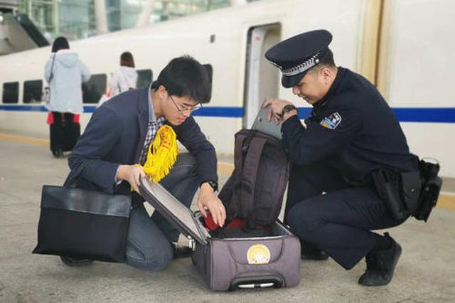 安康火车站春运期间返还旅客遗失箱包11个