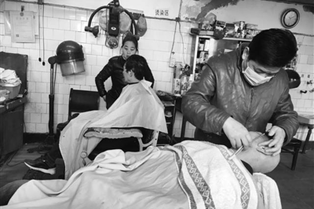 西安:开了67年的理发店要拆了 老顾客有点舍不得