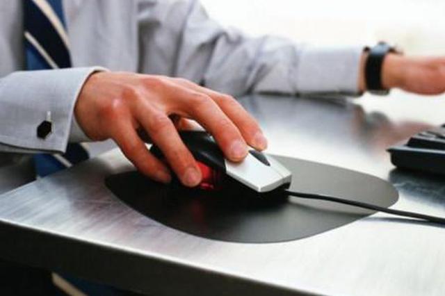 """白天在电脑前工作晚上打游戏 小伙患上了""""鼠标手"""""""