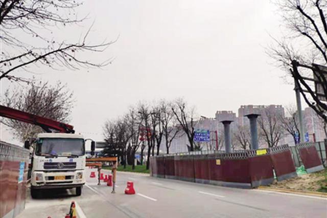 曲江十字北口人行天桥月底完工 长83米宽5.05米