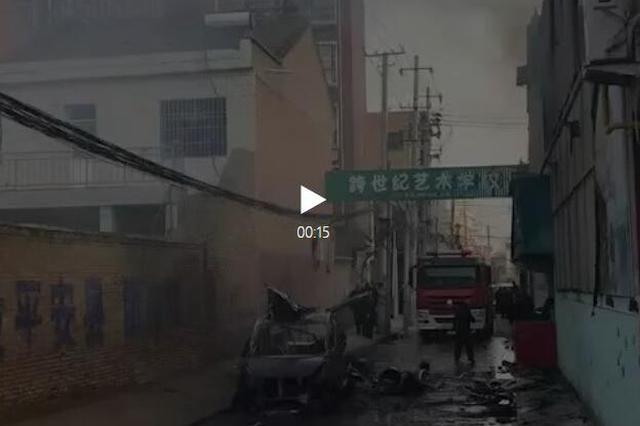 咸阳一面包车起火爆炸1人亡 50米外民房玻璃被震碎