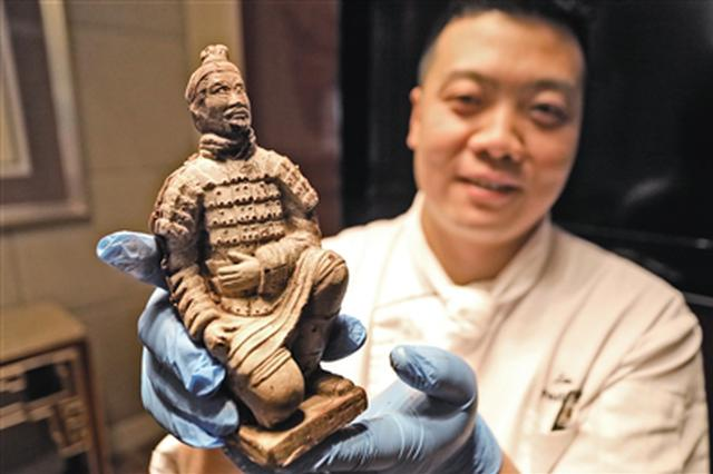 """酒店厨师制作""""兵马俑""""巧克力 传播陕西文化历史"""