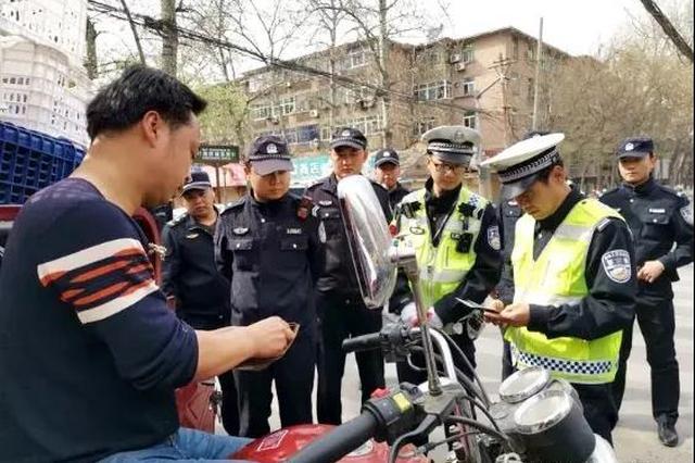 """灞桥区重拳整治""""黑车""""乱象 确保群众出行安全"""