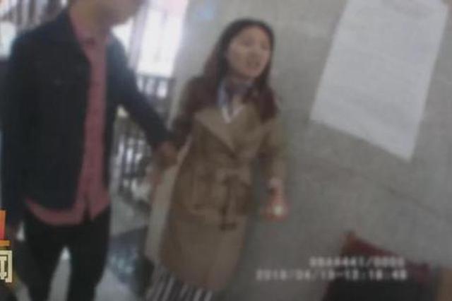 猖狂!乘高铁被拦女子辱骂工作人员 掀翻安检工作台
