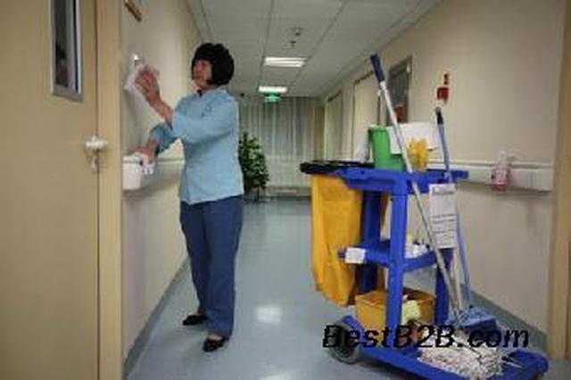 """53岁退休阿姨校园做保洁 只为安放自己的""""读书梦"""""""