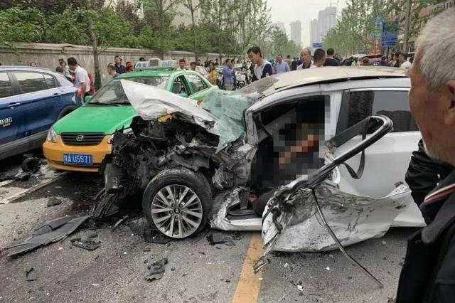 惨烈!西安一女司机连撞数车 1人身亡5人受伤