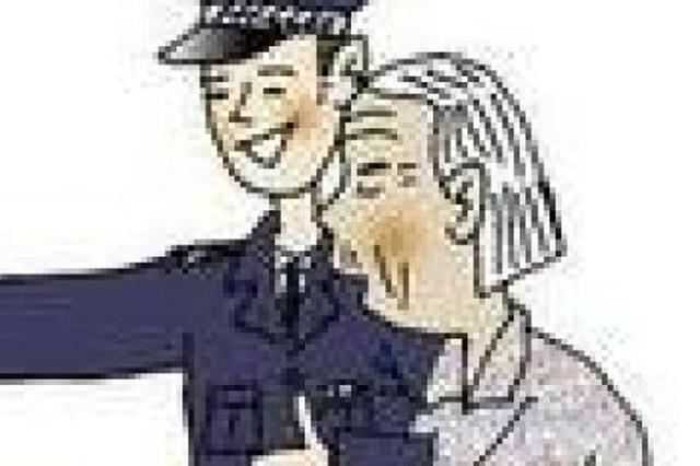 公交人员连打16个电话 帮迷路老人找到家
