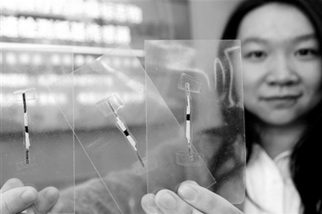 西安大学生研发传感器 血清滴到试纸上就能查癌
