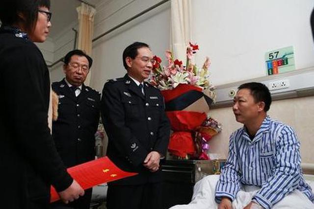 汉中:二十年民警病倒在岗位上 巨额医疗费难倒一家人