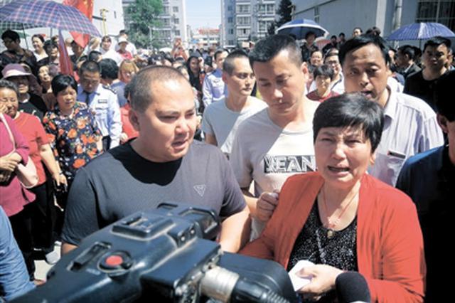 三原男子被拐33年回家 妈妈攥着儿子的手声泪俱下