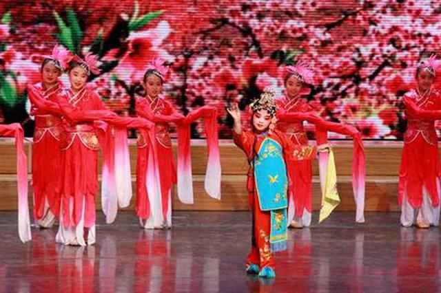 西安举行庆六一活动 104名青少年获文明小公民称号