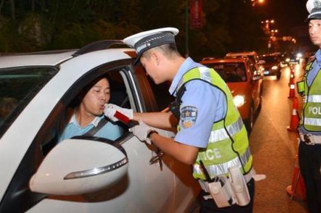 汉滨西咸两地交警联手查处酒驾19起 无证22起