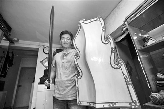 历时25年花费上百万元 六旬男子复制秦代兵器