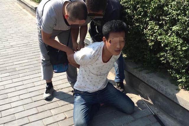 """西安临潼民警下班途中遇嫌犯 """"顺手""""抓蟊贼"""
