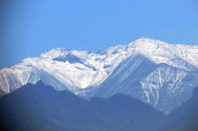 秦岭山区积雪显著减少 太白积雪六月天盛景难见
