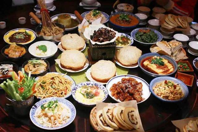 西安美食在美国热捧 民众争相排队品尝