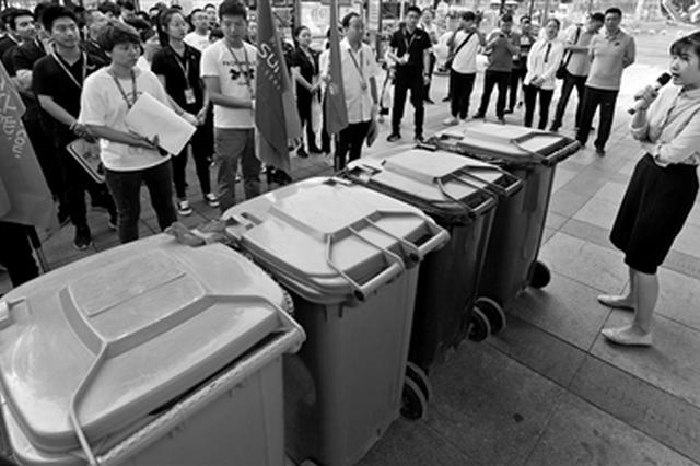 """垃圾分类政策催生新商机 """"代扔垃圾"""" 你?#37038;?#21527;"""