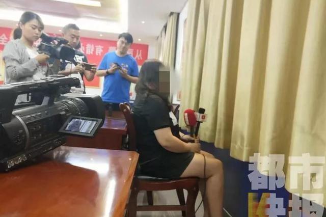 """网恋""""男友""""两年借走25万元 警方抓获后发现竟是女儿身"""