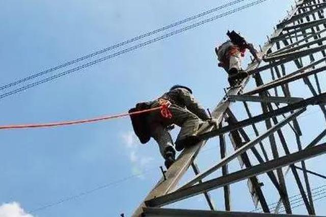 西安一男子施工时5米高空坠落 监控记录事发一幕