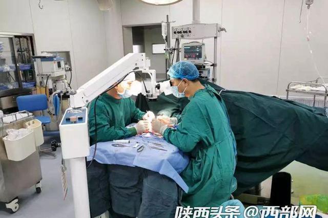 宝鸡男子五根手指被压断 10名医生手术帮其成功再植