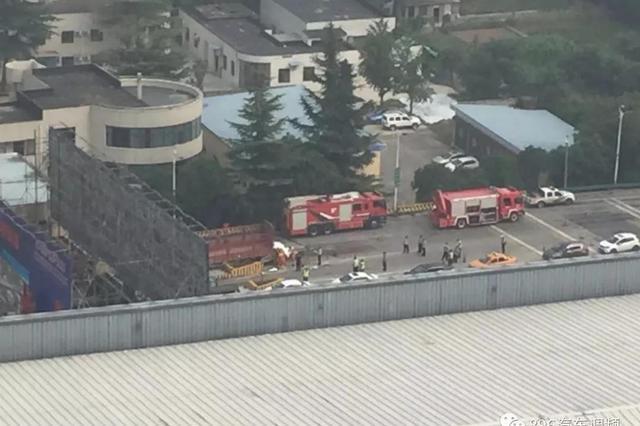 突发!西安绕城高速灞桥收费站4车连撞,有人员伤亡
