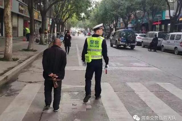 鄠邑七旬老人外出迷路 民警帮其找到家人