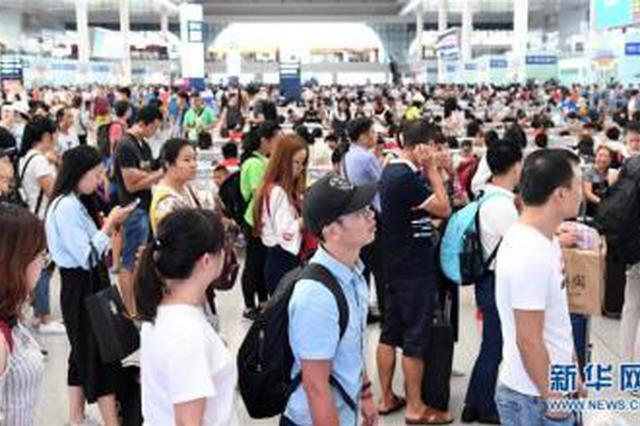 西安北站迎来学生出行高峰 开设学生售票专口6个